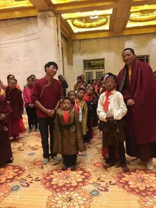 Des étudiants avec Rinpoché