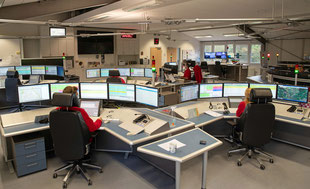 Disponentinnen und Disponenten bei der Arbeit in der ILS in Ladenburg.