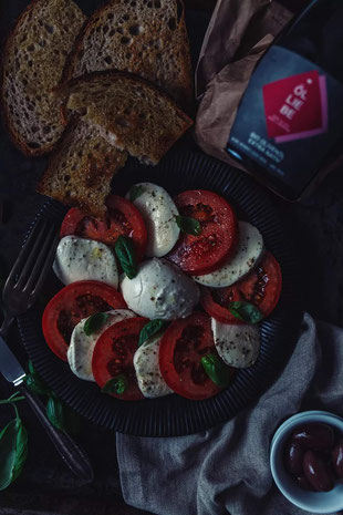 Das Olivenöl von Ölliebe eignet sich besonders gut für Salate, zum Marinieren, Grillen, Backen, Dünsten, Schmoren und zum schonenden Braten