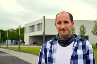 Sandro Hänseroth, Dipl.-Sozialarbeiter/Sozialpädagoge (FH) und Systemischer Berater / Pädagoge (DGsP) praktiziert als erster Hochschulsozialarbeiter Deutschlands an der Hochschule Zittau/Görlitz