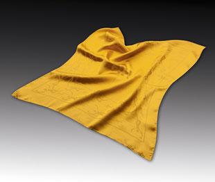 Pañuelo tejido sobre satín de seda
