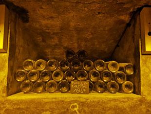 Stock de Pouilly-Fuissé 1967 dans les caves de la maison Jean Loron