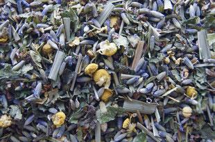 Gut schlafen mit 9 Kräutern - Wunderbar duftend - Lavendelblüten, Kamille, Thymian, Melisse, Lemongras, Eukalyptus, Lindenblüte, Holunderblüte & Baldrian
