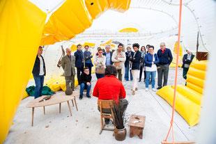 Démonstration de vannerie sous le Pavillon SelgasCano (crédit:C.K.Mariot)