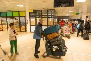 Im Empfangsgebäude des Flughafens Ouagadou - neu - renoviert