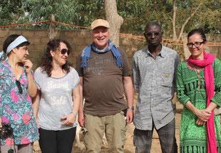 v.l. Barbara Rode (BAREKA), Susanne Langer (BAREKA), Erwin Wiest (FPB), Dramane Toe (afrikanischer Freund), Pascale Pouzet (FPB)