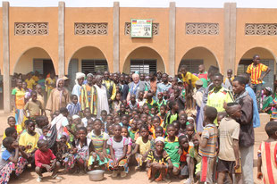 Vor der Schule in Djoaboani