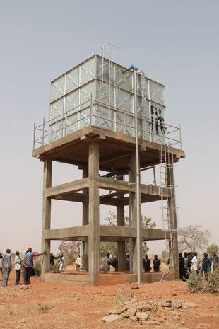 Wasserbehälter der Trinkwasserversorgung Piela - finanziert durch den Förderverein Piela - Bilanga