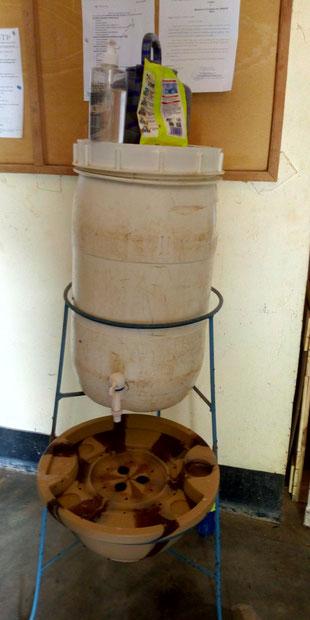 Handwaschmöglichkeit vor dem APB - Büro als erste Hygiene - Maßnahme
