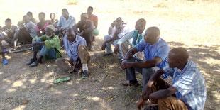 CEG Tobou - die Eltern bei der Beratung, wie weiter geholfen werden kann