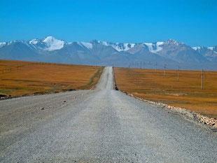 hinter diesen Bergen beginnt China