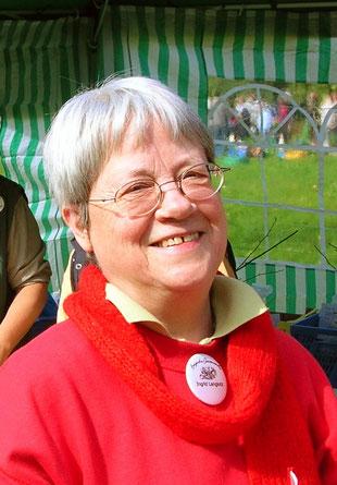 Ingrid Langlotz auf einer Pflanzentauschbörse ( Bild: Bergische Gartenarche)