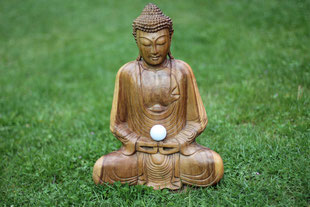 """Buddha-Figur mit Golfball"" Urheberrecht/copyright 05.2015 by Birgitfotos Birgit Döpper"