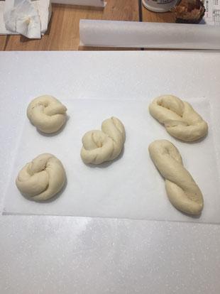 ねじりパン - パンと和菓子の教室 MANA Belle World ( マナベルワールド )
