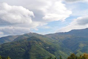 Bedrohlich Wolkenverhangen, aber bis zum Schluss trocken: Die Fahrt über den Apennin