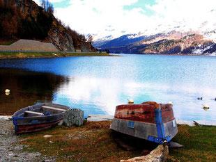 der Silser See an der Wasserscheide bei Maloja