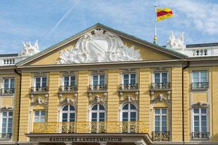 Bald weht sie wieder: die badische Flagge auf dem Karlsruher Schloss