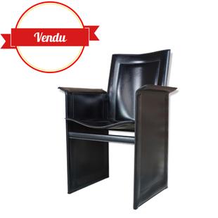 fauteuil cuir noir design Tito Agnoli pour Matteo Grassi, vintage , design italien, cuir noir, incurvé