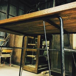 昭和レトロな家具と雑貨「ひつじ屋」の工場内