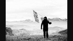 Bild aus einem Propagandafilms des radikalen Islamischen Zentralrates Schweiz (IZRS). Drehort: oberhalb von Kriens. In der dortigen Moschee verkehrte offenbar der Islamprediger, wovon mein Leserbrief rechts handelt.