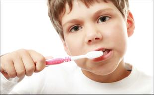 Welche Zahnpasta empfiehlt der Zahnarzt für Kleinkinder? (© lenets tan - Fotolia.com)