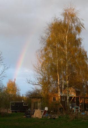 Bauwagen und Regenbogen