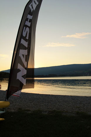 Abendstimmung bei der Vermietstation, Naish SUP Center Erlach am Bielersee