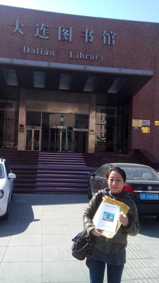Misako Chida, representative of the Movement in China and Japan, at Dalian Library