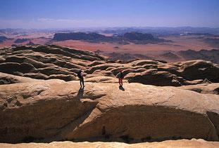 Dans la traversée du Jebel Rum (Courtesy of M.Verin)