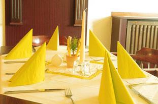 Raum für Ihre private oder betriebliche Feier, auch als geschlossene Gesellschaft, 3-Gänge-Menü oder individuelle Speisenfolge