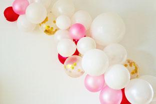 Bild: Ideen Valentinstag schön feiern, DIY Luftballon Girlande als Deko zum Valentinstag