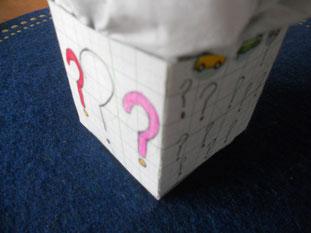 Yちゃんに、「ん。」と差し出された紙袋。中に入っていたのは・・びっくり箱? 少し温かい・・ なんだろう??