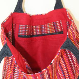 Bolsas de algodón tejido a mano por  mujeres de la asociación WSDO. Sirven para todo, colegio, compra piscina...