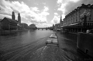 Вид с моста на Лиммах. Впереди озеро и мост с Венской площадьи и ратушей