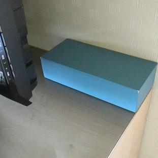 部屋のテレビの脇に小さな箱が…開けると中は