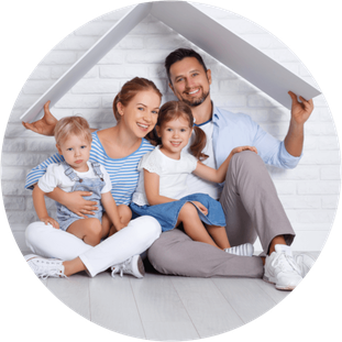 Familie mit gelungener Baufinanzierung