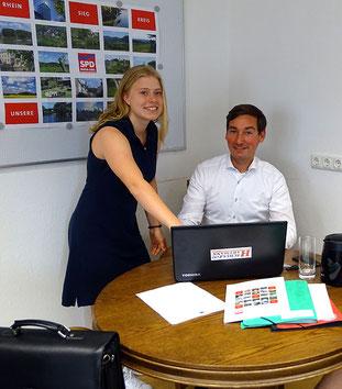 Schülerin Clara aus Troisdorf und Bundestagsabgeordneten Sebastian Hartmann (SPD)