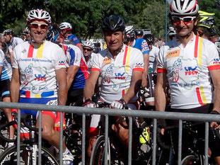 Jean-Claude et Miguel, aux côtés d'Albert, sur la ligne de départ