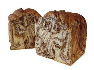 つぶつぶアーモンド入りチョコデニッシュ風パン
