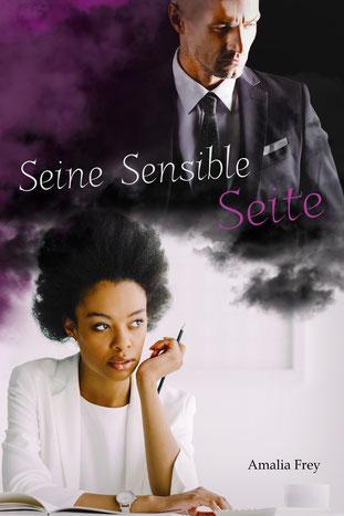 Cover desRomans Seine Sensible Seite, ein lila-weiß-grau gehaltenes Cover das im unteren Teil eine schwarze Frau im weißen Anzug zeigt, die am Schreibtisch sitzt und an einen blonden Mann im schwarzen Anzug denkt, welcher im oberen Bereich abgebildet ist.