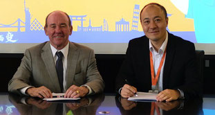 WCA chairman David Yokeum (left) signs pact with Steve Su, director of Alibaba Logistics