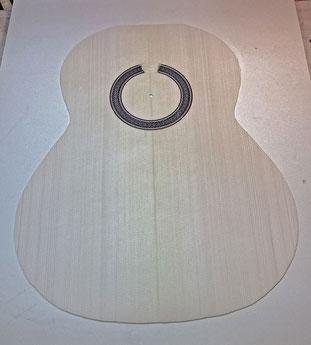 Gitarrendecke fertig zum Bebalken