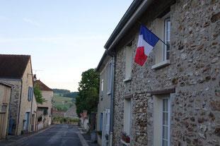 Le Président de la République incite les Français qui le souhaitent à pavoiser leurs balcons aux couleurs nationales, ce vendredi 8 mai.