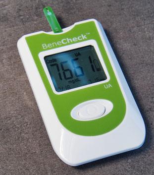Selbst messen mit Harnsäuremessgerät BeneCheck
