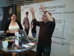 Ulrich Semblat in Aktion am Stand der Eventfachschule