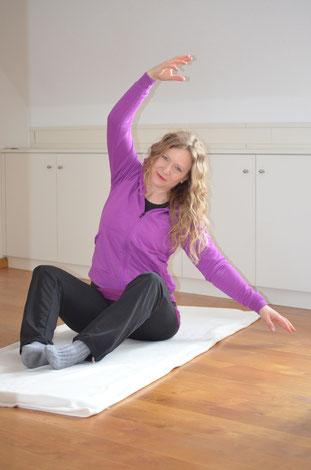 Meike Radzeweit bei einer Pilatesübung