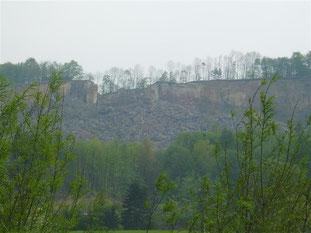 Blick auf den abgerutschten Teil des Messingsberges. - Foto: Kathy Büscher