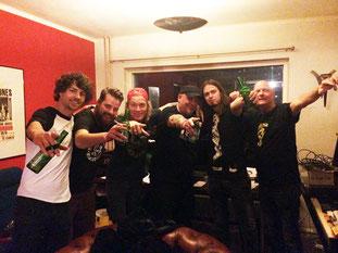 V.li.n.rechts: Jules Eck (drums Black-Bone) - Justin Buffinga (SOZ Concerts) - Steef van den Bogaard (guitar, vox Black-Bone) - Georg Schröder (Steamhammer) - Sven Hompes (bass Black-Bone) - Bert van Aefst (SOZ Concerts and Management)