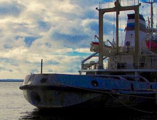russische Kadetten angeführt von einem Bootsmann und Offizier