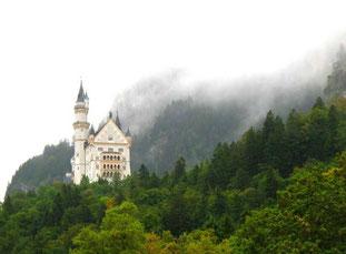 Schloss Neuschwanstein noch vom Nebel umhüllt